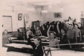 Физкультурная минутка служащих отдела 18-22 (1958 год)